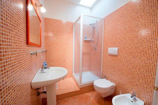 B&B Albachiara: Bagno della camera CORALLO