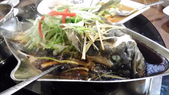 Somboon Seafood: Steamed fish with soy sauce