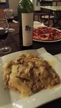 Pizzeria Nolo: Pasta, vino y pizza