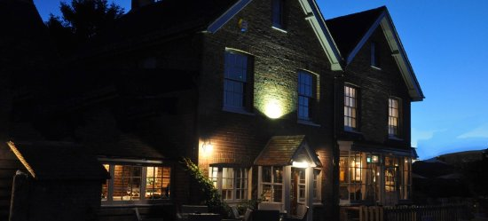 Wisborough Green, UK: Bat and Ball Country Pub & Haywards Restaurant