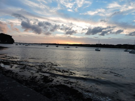 Y Felinheli, UK: A short walk from the Hotel at sunset