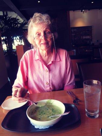 Лос-Гатос, Калифорния: Potato leak soup. Look at the size of the serving.