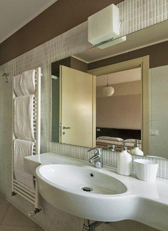 Vialeromadodici Rooms & Apartments: bagno