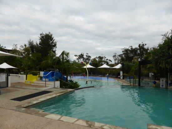 آر إيه سي في نوزا ريزورت: Adult pool area
