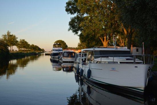 Stroobos, Nederland: Restaurant La Terra is gelegen aan Passantenhaven De 4 Elementen en Camping De 4 Elementen