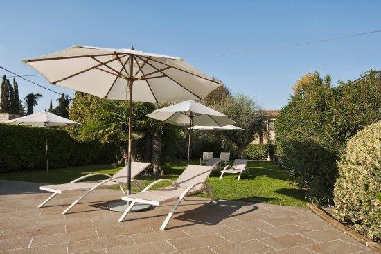 Vialeromadodici Rooms & Apartments: giardino 1