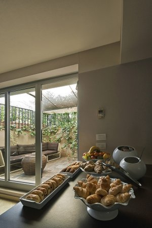 Vialeromadodici Rooms & Apartments: breakfast