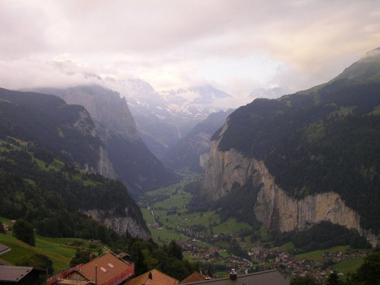 Hotel Bellevue: View of the Lauterbrunnen valley from hotel