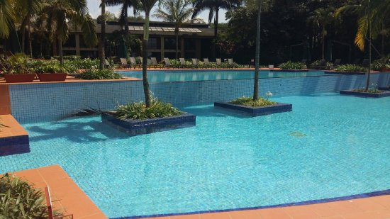Munyonyo Commonwealth Resort: An infinity pool overlooking the lake - for residents only