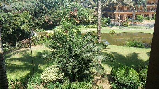 Munyonyo Commonwealth Resort: Beautiful Gardens and water body