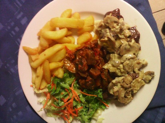 Bourg-Murat, Reunion: filet de kangourou servi avec sa sauce creme champignons