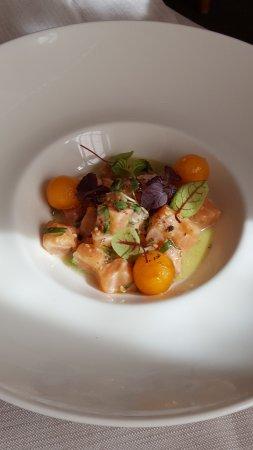 Clamecy, France : Saumon en tartare & condiment Green Zebra