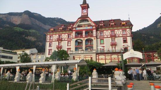 Hotel Vitznauerhof: Seeseite des Hotels