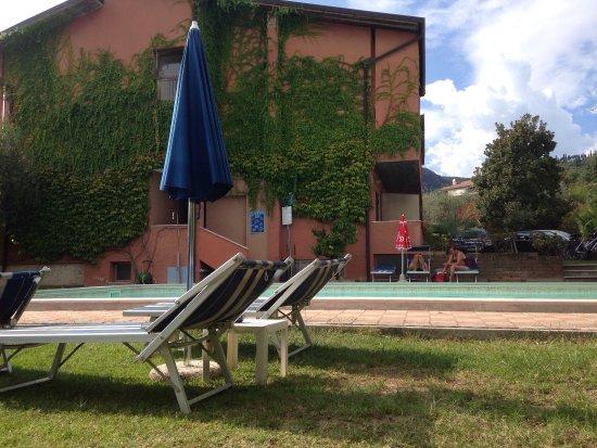 Hotel Alessandra: Schöne Aussicht am Pool und immer freie Liegen für 2 Personen. Die Zimmer sind sauber und ordent