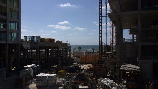 Hotel de la Mer: вид из окна сквозь стройку