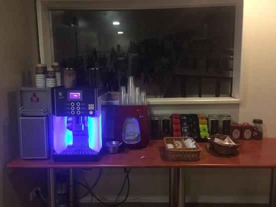 Hotel de la Mer: чай, кофе машина