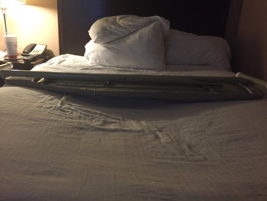 Holiday Inn Express Leland-Wilmington Area: Sagging bed!!