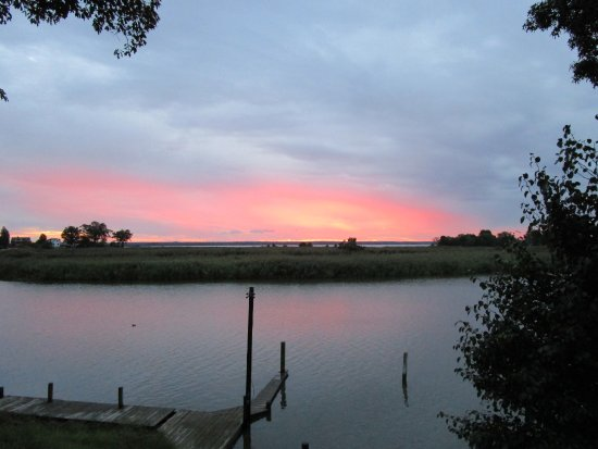 Tappahannock, VA: The Sunrise form the shore of the property