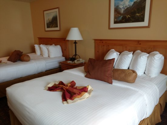 BEST WESTERN Sawtooth Inn & Suites : Queen sized beds with pillow bar