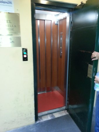 Hotel Fontanella Borghese: Elevator