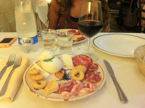 Ristorante Nadi : Antipasto Lucano e vino rosso Primitivo Materano