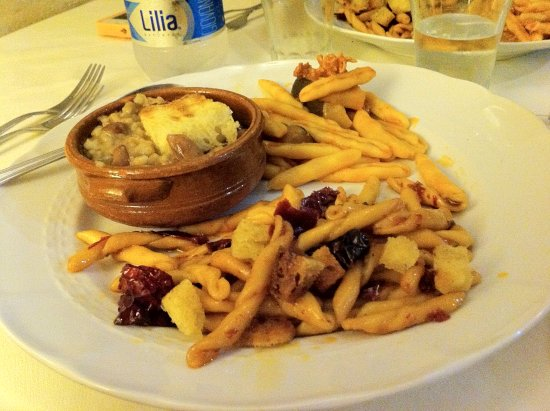 Ristorante Nadi : Tris di primi: Crapiata (zuppa materana), Cavatelli con funghi e salsiccia pezzente, Ferricelli