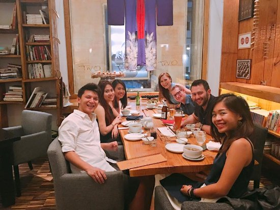 Onggi: A Big Table For A Big Family :D The Decoration Is Very Nice Nice Look