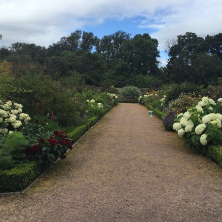 Culloden House: Beautiful gardens on the property