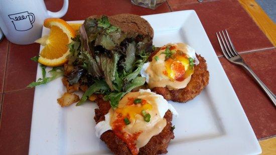 Papa Leo's Restaurant: Crab Benny w Chipole Cheese Sauce