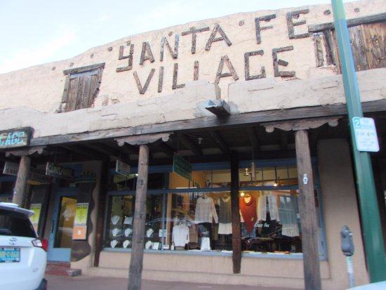The Low Road From Taos and Santa Fe: galerías