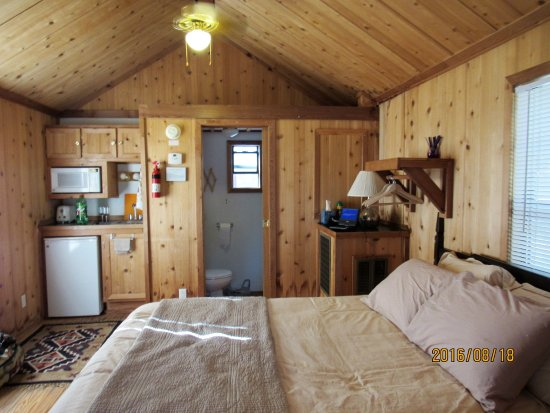 Mill Creek, Californie : Inside the cabin