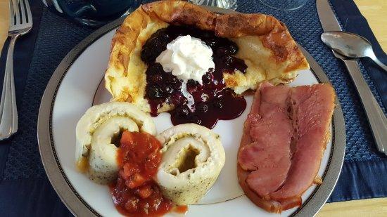 Blue Mountain Bed & Breakfast: Breakfast Day 1