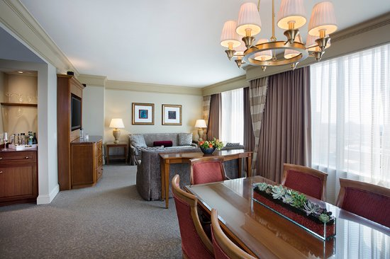 Conrad Indianapolis: Executive Suite