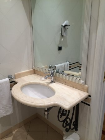 Residenza Cellini: Clean Bathrooms