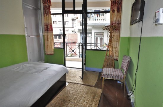 Metro Eco Hotel: Guest Room with outside view from Room