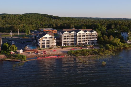 Cherry Tree Inn & Suites: From the bay looking at the Cherry Tree Inn's waterfront access