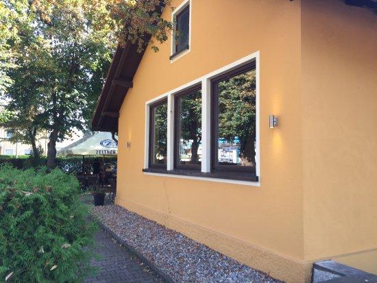 Roth, Almanya: Schön schattiger Biergarten und gutes Essen