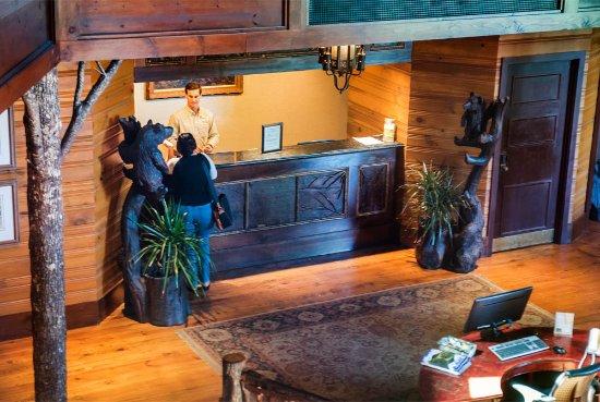 Brasstown Valley Resort & Spa: Front Desk