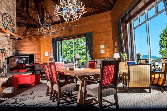 Brasstown Valley Resort & Spa: Lobby seating