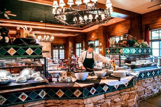 Brasstown Valley Resort & Spa Restaurant : Dining Room Buffet