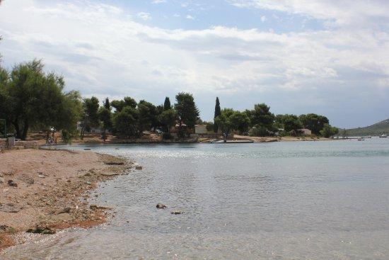 Pirovac, Croacia: surrounding