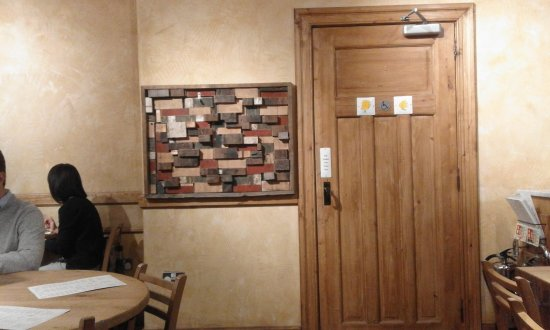 La Pain Quotidien : Very clean and stylish toilets to find behind this door