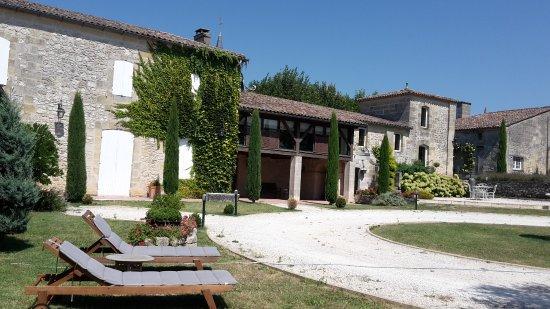 Belves-De-Castillon, Франция: guests wing