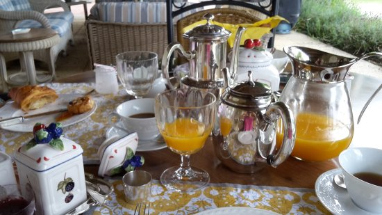 Belves-De-Castillon, Франция: Breakfast
