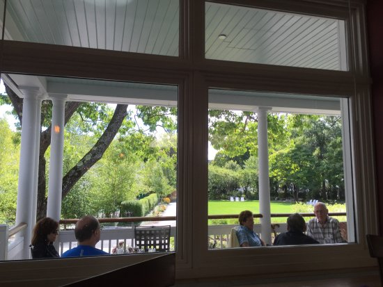 Red Rooster at The Woodstock Inn and Resort: View of the back yard