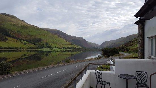 T'yn y Cornel Hotel: Lakeside view