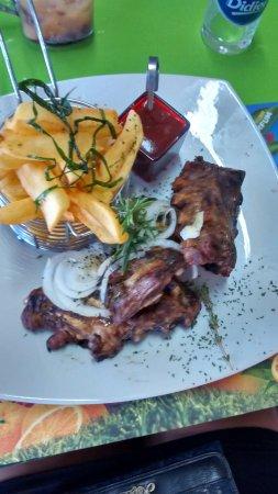 Le Carbet, مارتينيك: Ribbs et frites avec sauce barbecue