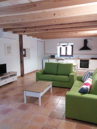 Selva, Spanien: 2 bedroom apartment with garden
