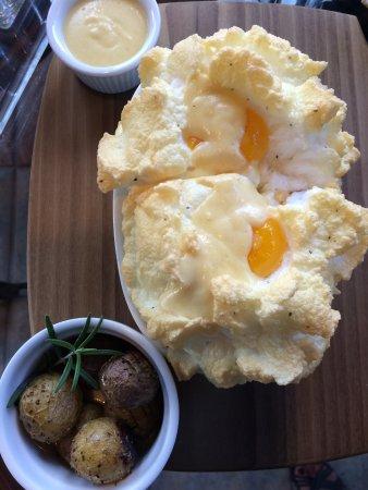 """Barryville, estado de Nueva York: Breakfast - """"Eggs in the Clouds"""""""