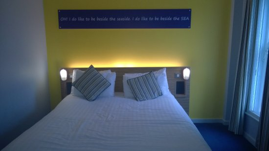 Ibis Styles Blackpool: Room with on suite and tea making facilities